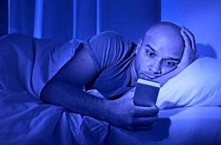 block blue light improve sleep